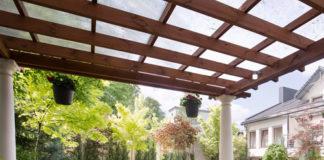 Praktyczne akcesoria ogrodowe, w które warto się wyposażyć