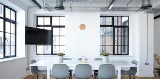 Krzesła tapicerowane - dlaczego warto je mieć w swoim mieszkaniu?